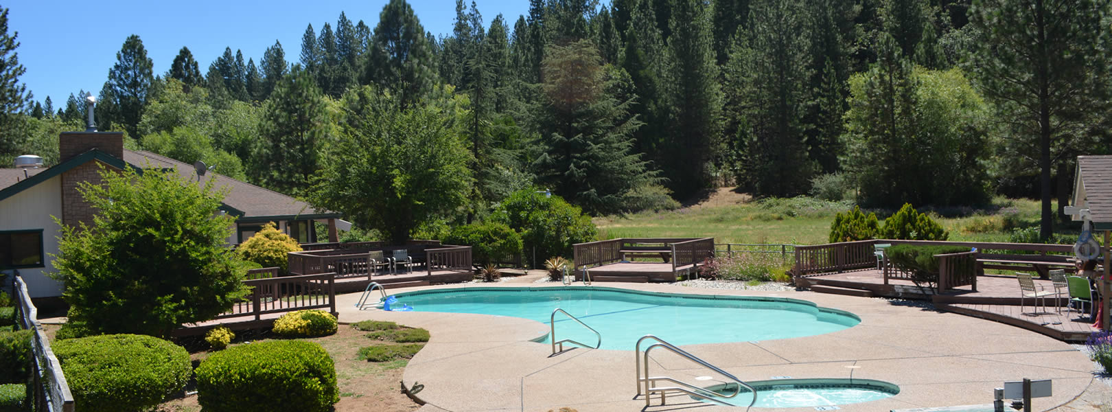 gold country hotel with pool and spa